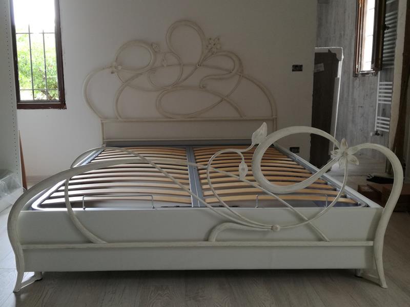 Letto anemone matrimoniale letti in ferro battuto arte e stile - Letto contenitore con testata in ferro battuto ...