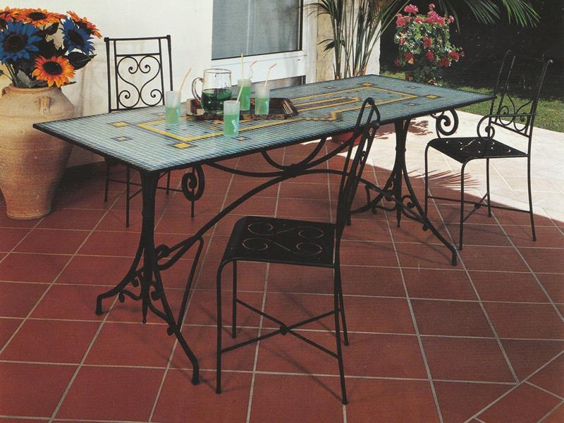 Tavolo positano da esterno tavoli e sedie da esterno for Sedie da esterno in ferro battuto